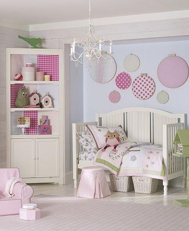 Coole Kleinkinderzimmer-Ideen Mädchen bunt Wanddekoration Bett