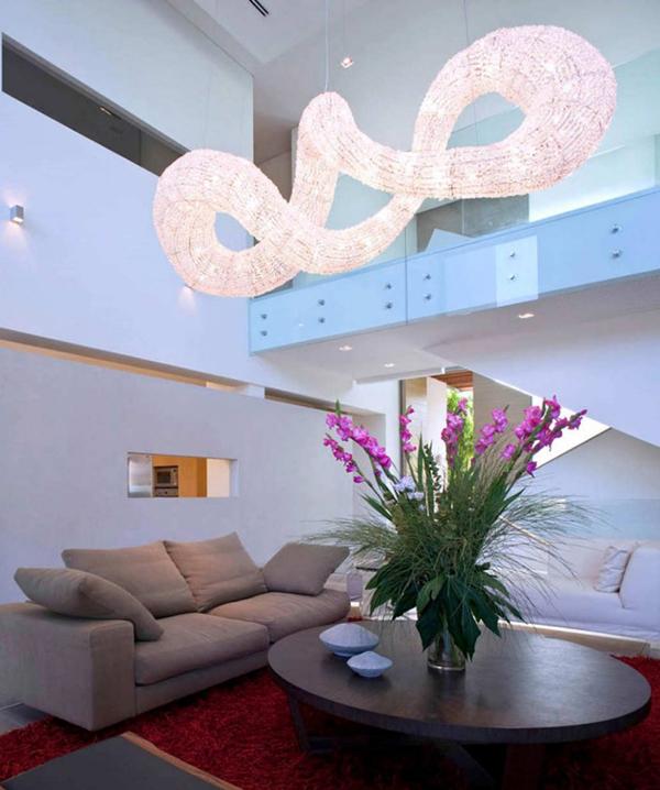 Effektvolles Hängelicht Wohnzimmer Interieur Tisch Vase