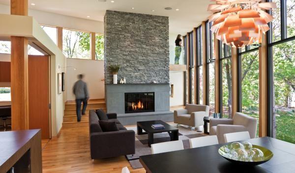 Ergreifende durchgehende Wohnzimmer Ausblick Kamin Esstisch
