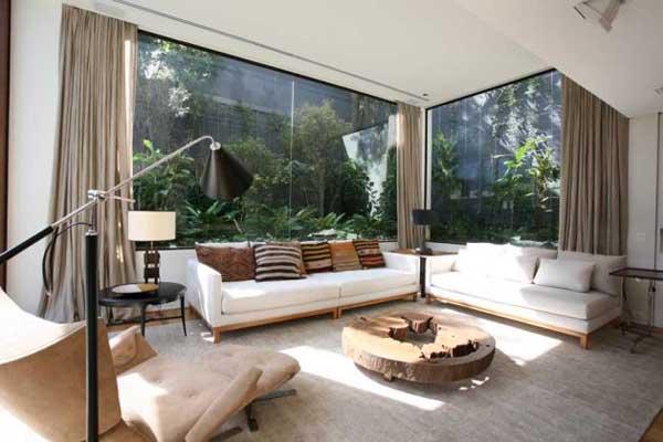 Ergreifende Wohnzimmer Ausblick weiße Sofas