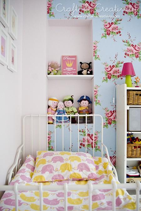 Kleinkinderzimmer-Ideen Mädchen bunte Wanddekoration Bett