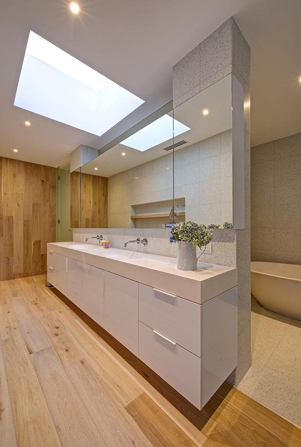 Moderne warme Villa Innenausstattung Badezimmer Waschbecken