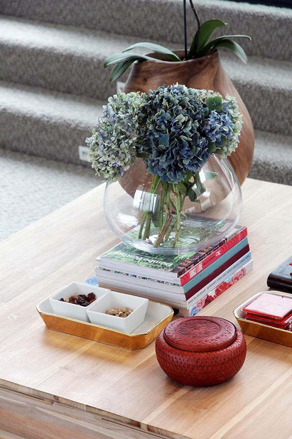 Moderne warme Villa Dekoration Tisch