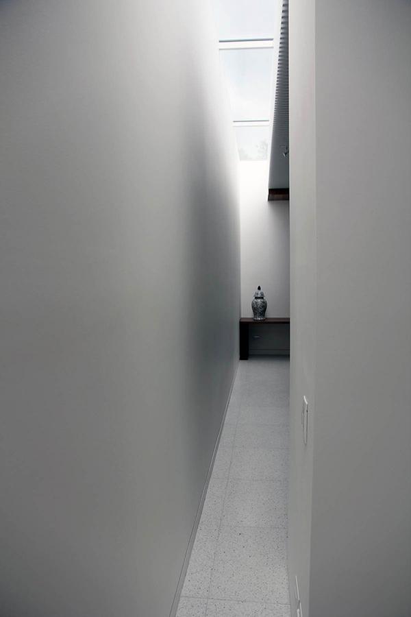 Moderne warme Villa Innenausstattung minimalistischer Flur