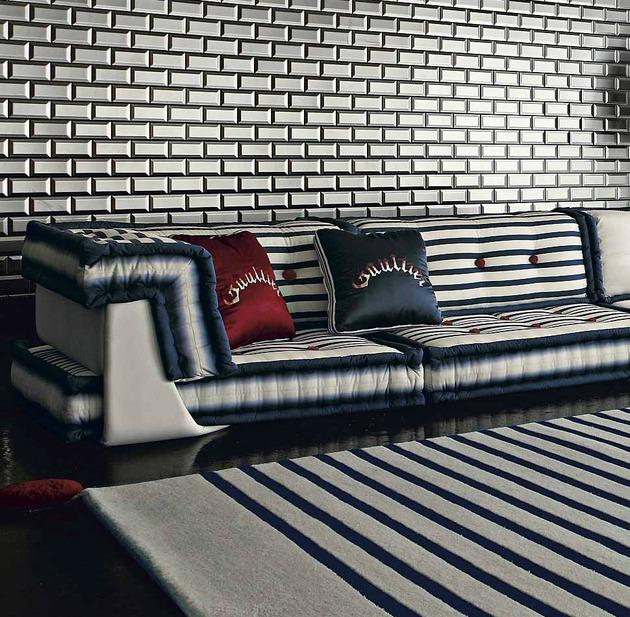 Nautisches Wohnzimmer Roche Bobois coole Kissen tolles Sofa
