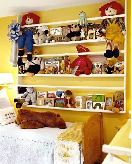 Spielzeugregal Ideen Kinder Spielzeuge gelb Bett