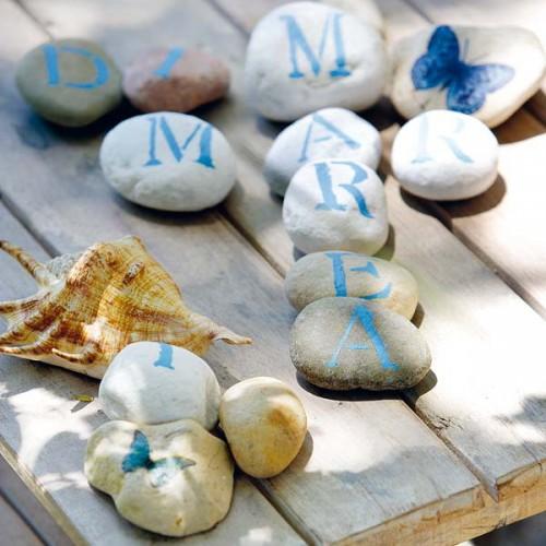 Stilistische Flintsteine  Außendekoration - Garten Tisch