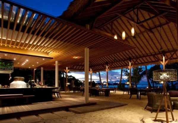 alila villas hadahaa resort strandbar