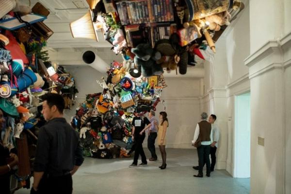 art installation gallerie leute reaktion unkonventionell