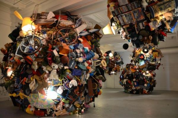 art installation gallerie skulptur alte gegenstände