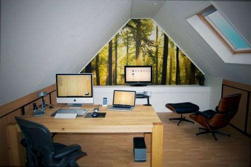 Praktisches Büro im Dachgeschoss weiß fenster schlicht praktisch