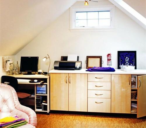 büro im dachgescoss weiß fenster sessel arbeitszimmer