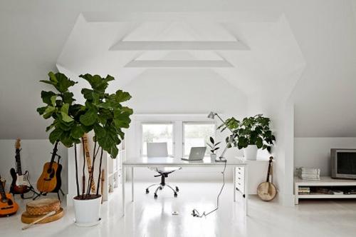 büro im dachgescoss weiß modern gittaren