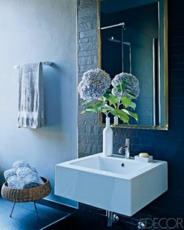 badezimmer design mit blumen und pflanzen - originelle frühlingsideen - Bad Blau Braun