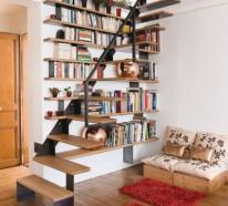 Bibliothek im Treppenhaus einbauen – praktische und interessante Idee
