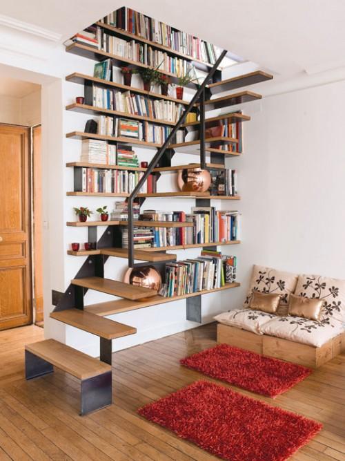 bibliothek im treppenhaus idee praktisch bequem stilvoll