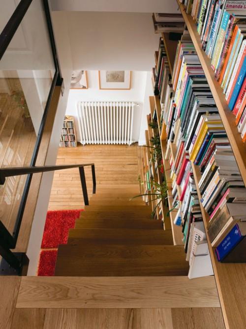 bibliothek im treppenhaus idee treppen holz