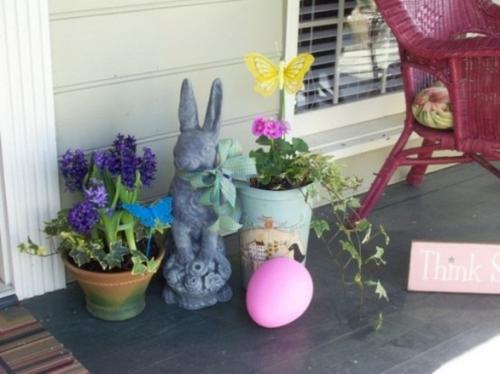 coole veranda deko ideen zu ostern osterhasen frühlingsblumen
