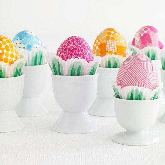 deko ideen mit ostereiern eier halter bunt weiß