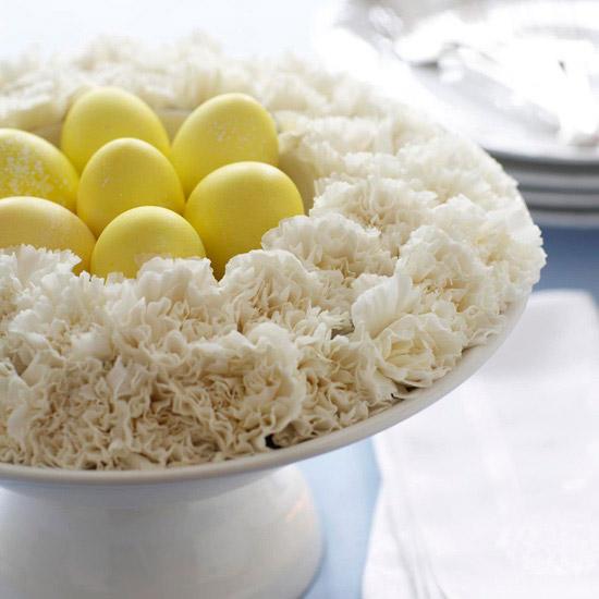 deko ideen mit ostereiern weiß gelb