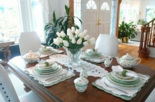 dekoration essecke frühlingsblumen weiß tulpen