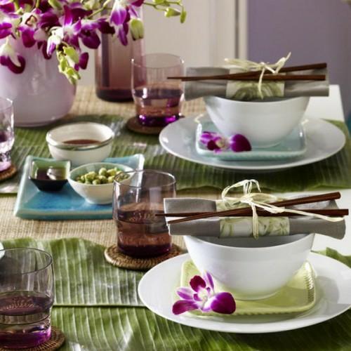 dekoration tisch lila blumen stoffservietten