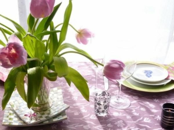 dekoration tisch lila tulpen