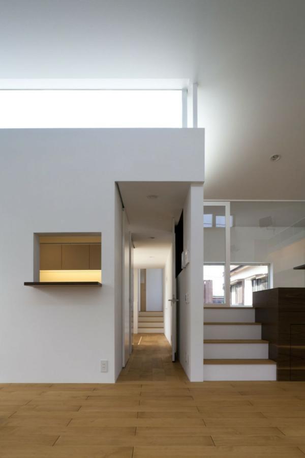 doppelte-megaphone-architektur-holz-korridor