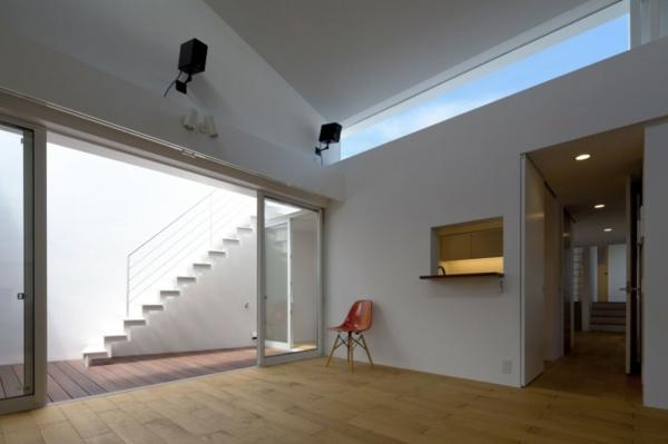 doppelte-megaphone-architektur-projekt-orange-stuhl