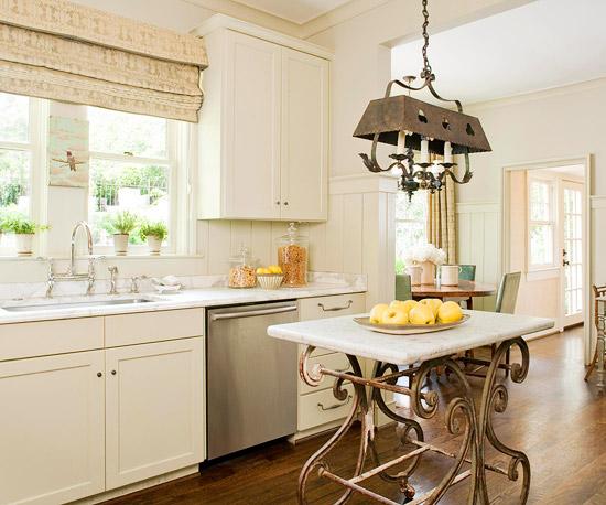 elegant rustikal traditionell metall weiß küchenschränke