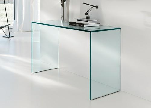 extravaganter schreibtisch aus durchsichtigem glas. Black Bedroom Furniture Sets. Home Design Ideas