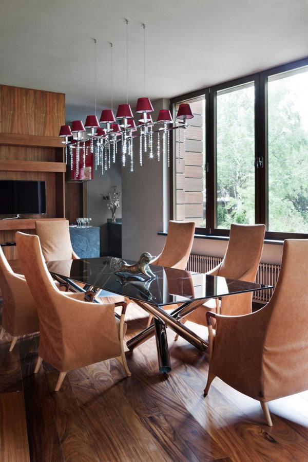 Modernes haus design und viel persönlichkeit in moskau gelegen