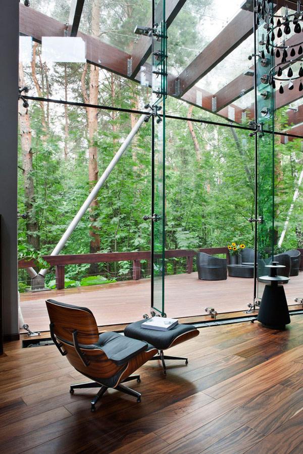 Das Haus Design wird durch die moderne Wendeltreppe sogar noch schöner