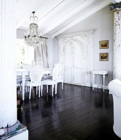 esszimmer interieur schwarz weiß holz boden
