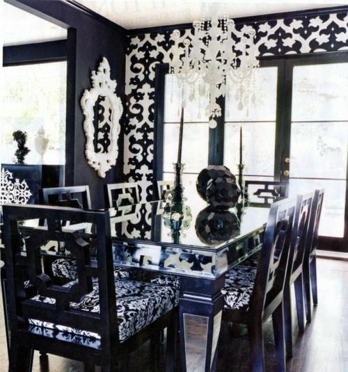 esszimmer interieur schwarz weiß ornamente kromleuchter spiegel