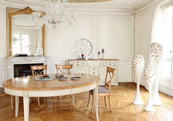 esszimmer mit rustikalen möbeln antike spiegel