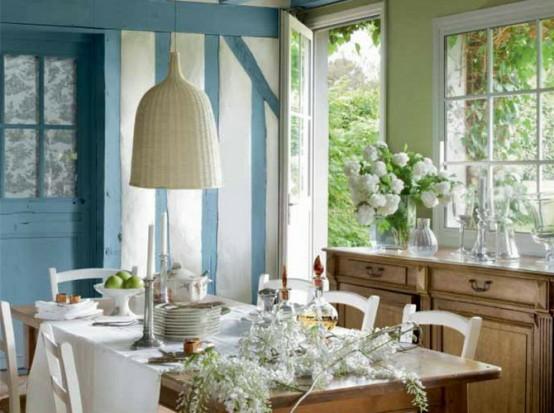 esszimmer tischdecke blau wände hängelampe französisch