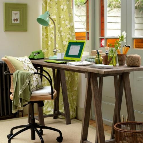 frühling deko grün holz tisch blumen dessin