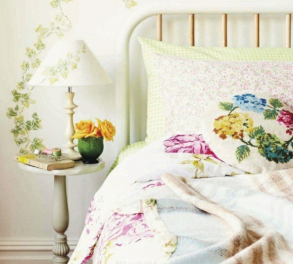 frühlingsdeko im schlafzimmer efeumuster