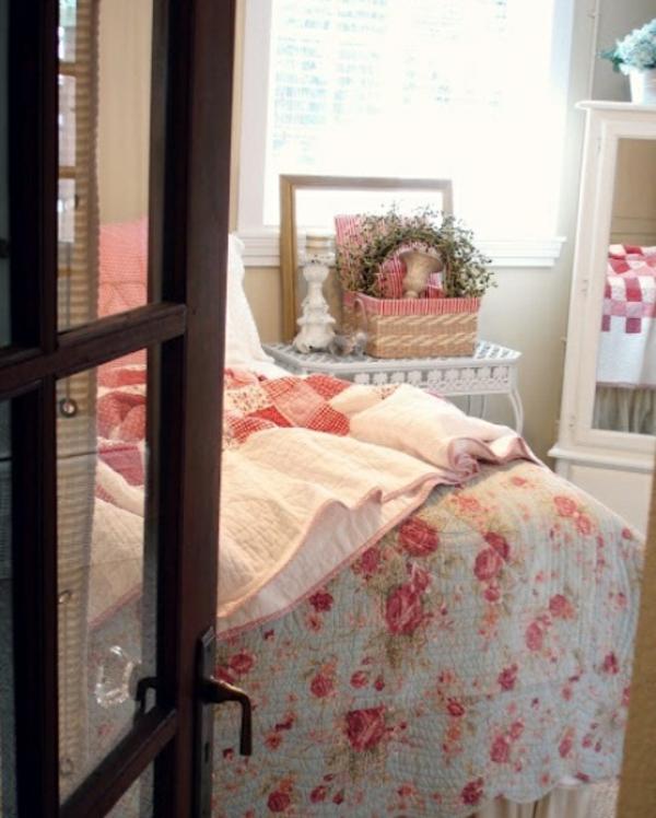 frühlingsdeko im schlafzimmer rosa blumenmuster