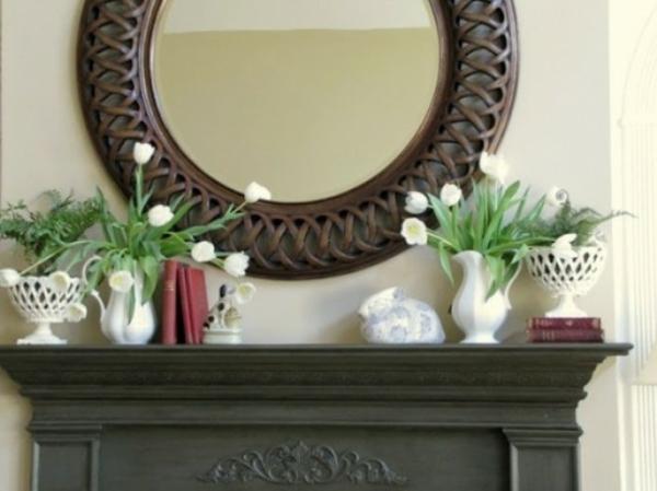frühlingsdekorationen für das kaminsims weiße tulpen