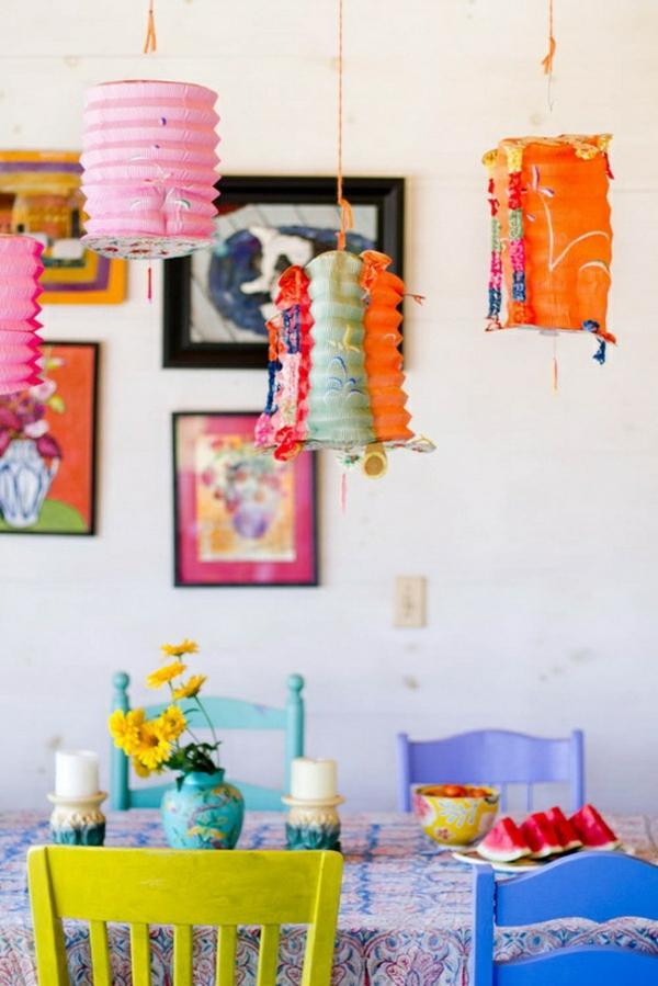 frühlingsdekorationen im esszimmer farbenfroh