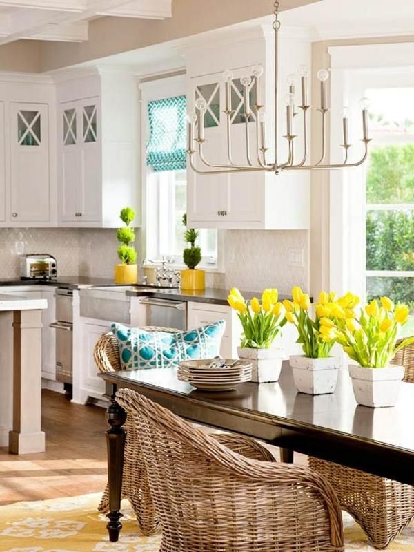 frühlingsdekorationen im esszimmer gelbe tulpen