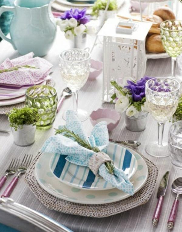 frühlingstischdeko lila blau elegant