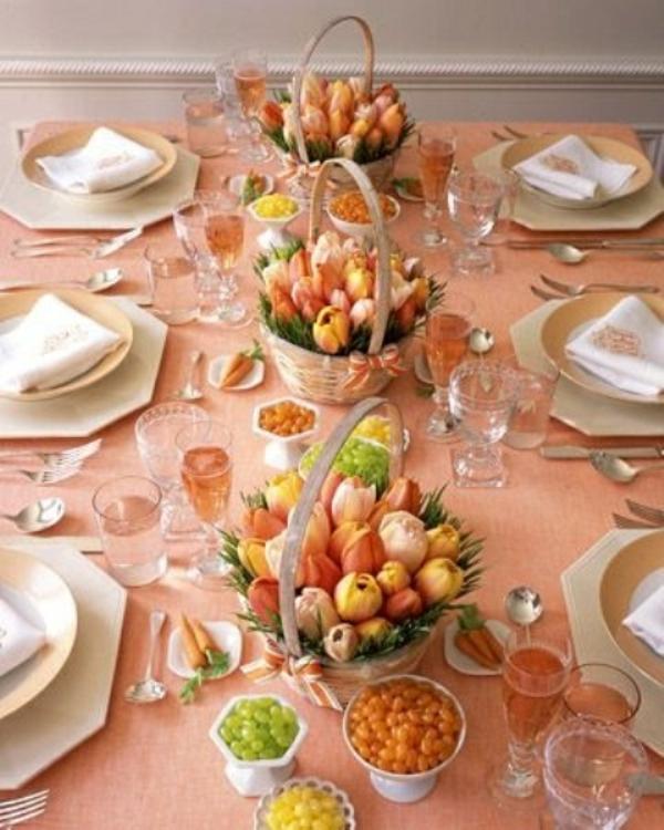 frühlingstischdeko pfirsichfarbene tischdecke tulpen