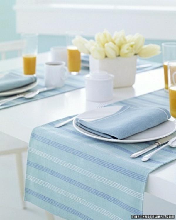 frühlingstischdeko weiß tulpen blau
