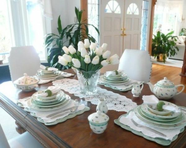 frühlingstischdeko weiß tulpen stil