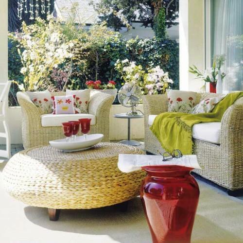 frische veranda deko ideen korbmöbel tisch sessel