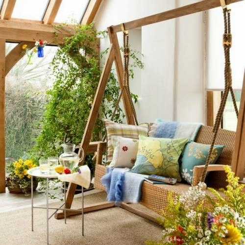 frische veranda deko ideen rosa schaukelbank