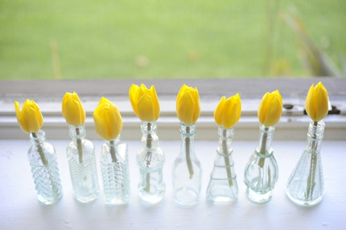 gelbe tulpen flaschen einzigartig originell frisch deko